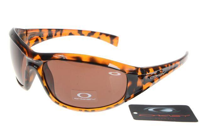 Oakley Clubmaster #Oakley #Sunglasses #oakley   See more about oakley sunglasses, oakley women and oakley.