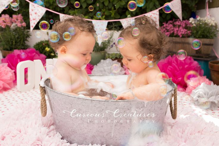 Outdoor twins cake smash. Bubble bath - twin tub :) Cornwall baby photographer based near Truro & St Austell.