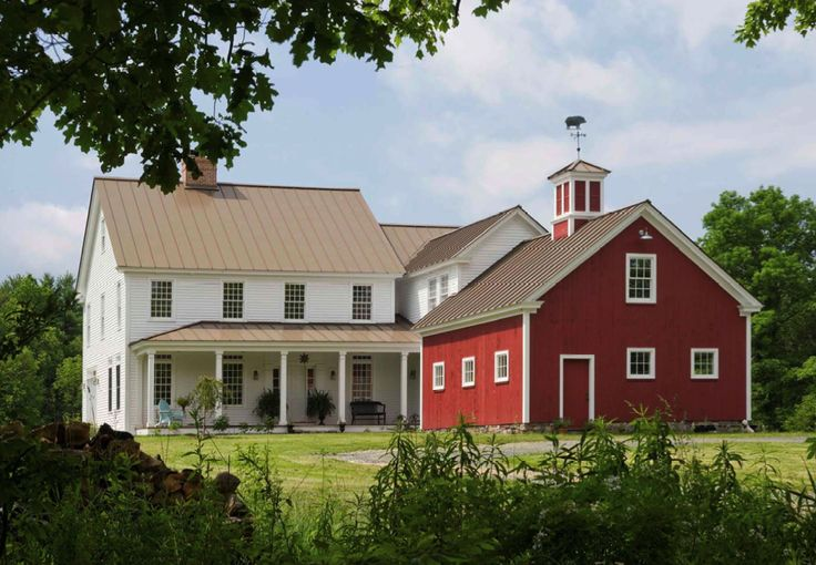 Ooh New England farm houses are so pretty. Makes me miss home!!