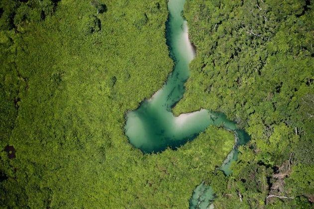 YannArthusBertrand2.org - Fond d écran gratuit à télécharger || Download free wallpaper - Méandre d'une rivière près de Misio, département de Brazzaville, République du Congo (Congo - Brazzaville) (3°34' S - 15°21' E).