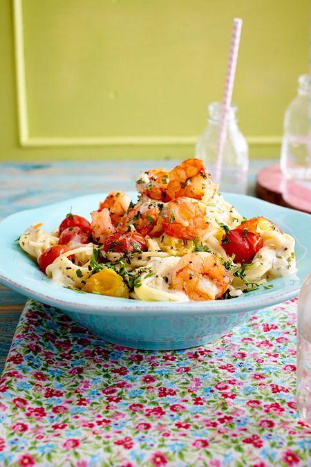Die einfache und sommerliche Pasta mit Tomaten und Garnelen ist in nur 30 …   – Kochen für Gäste