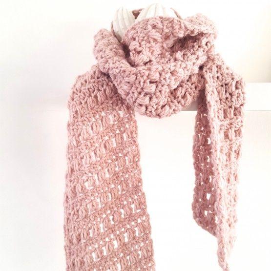 Sjaal oud rozeEen fijne warme sjaal voor de koude winter. De handgemaakte sjaal is lekker lang, dus heerlijk om je helemaal in te verstoppen.Lengte:  /- 2 metermateriaal: 20% wol 80 % acrylwassen : 30 gradenCadeauwinkel Studio SuZ wordt blij van mooie en bijzondere stoffen. Deze stoffen zijn te koop bij ...