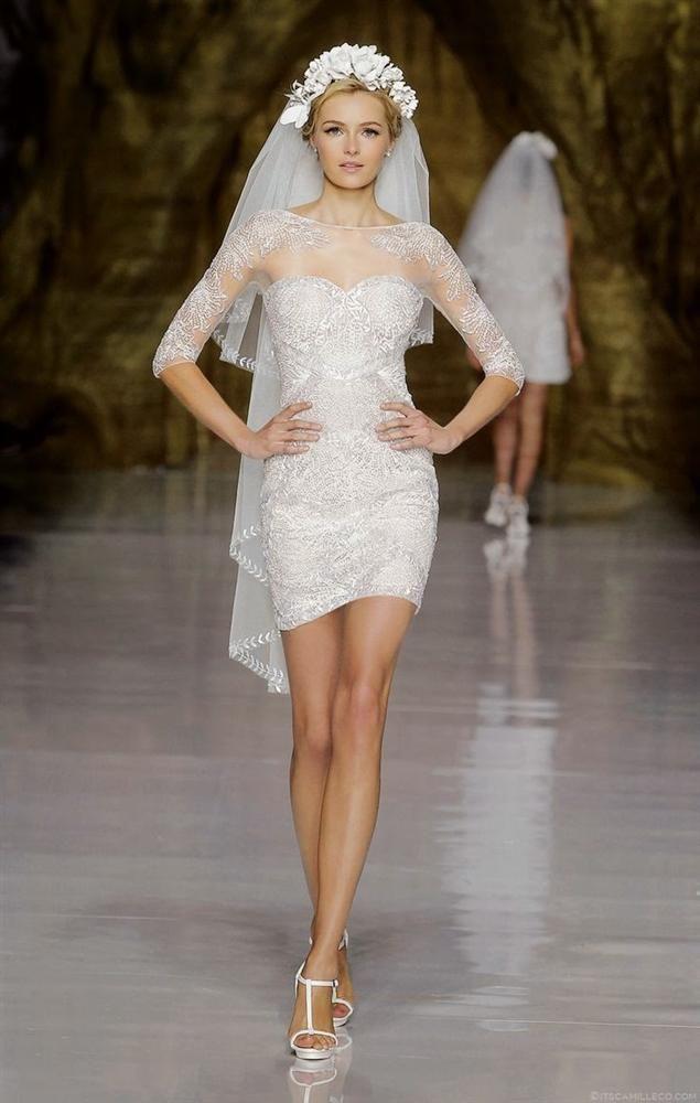 Kısa gelinlikler, bu yıl hiç olmadıkları kadar moda! Eğer kısa gelinlik giyme fikri konusunda şüpheleriniz varsa, sizin için seçtiğimiz modelleri görmeden karar vermeyin. Biz en çok kısa ve dantelli modelleri seviyoruz. Bakalım siz hangisini beğeneceksiniz?