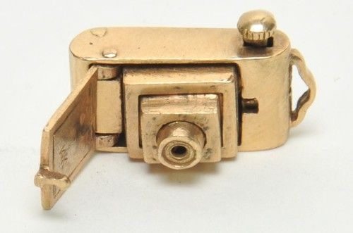 14K VINTAGE CHARM GOLD 3D MOVABLE~ #CAMERA ~ Push the button & camera pops out!