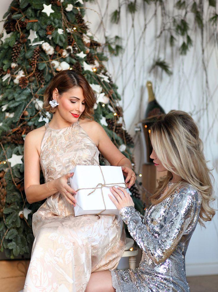 #christmas #alexandrabenga #elenasandor #madalinaavramescu #adipop #friends #december #christmasthree #presents #iris #florariairis #manuri #sequins #dress #fashion #christmaslook