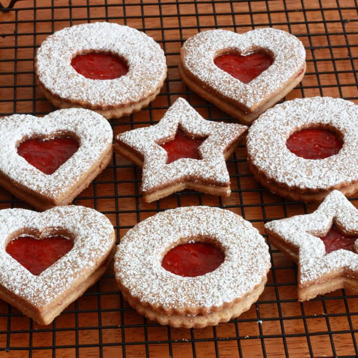 The famous Austrian Linzer Cookies (Linzerkekse) with step by step photos. These cookies are delicious!