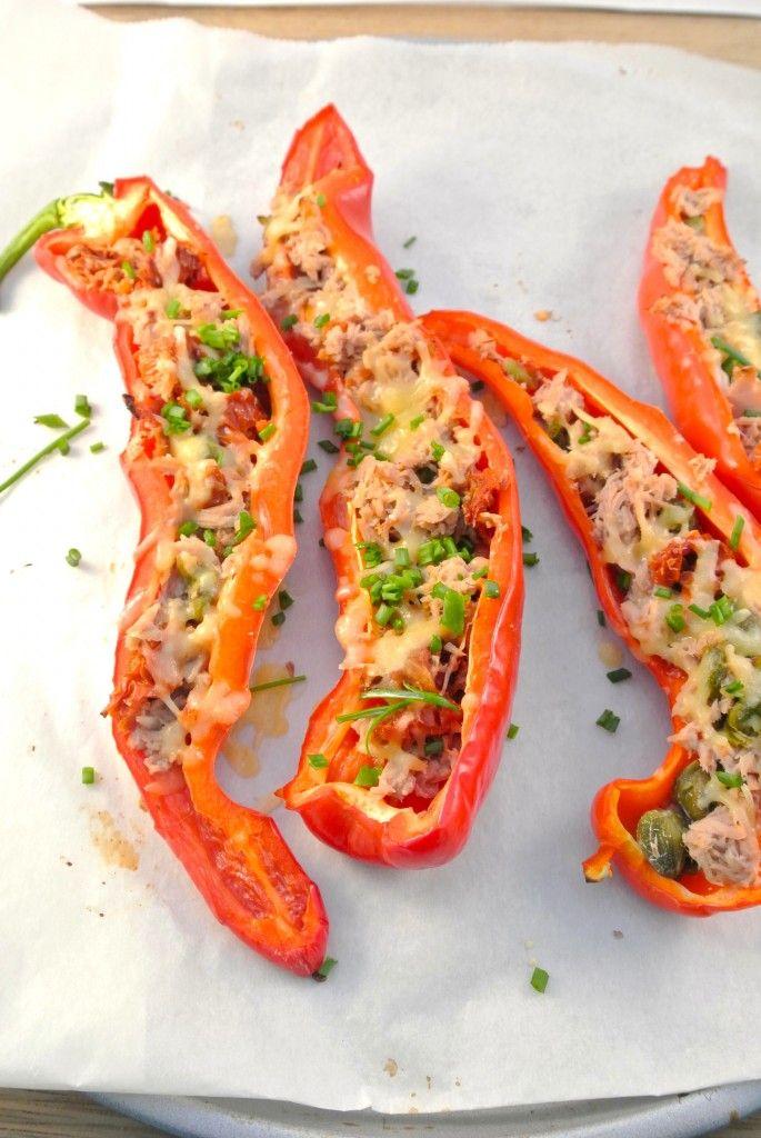 Puntpaprika's met tonijn, zongedroogde tomaten en kappertjes
