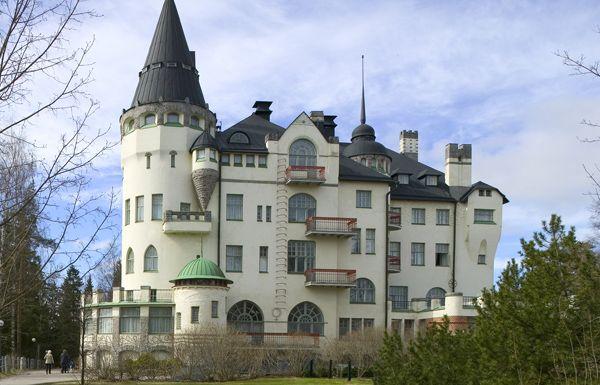 Imatran valtionhotelli. Valittiin kesällä 2014 Suomen kauneimmaksi rakennukseksi.