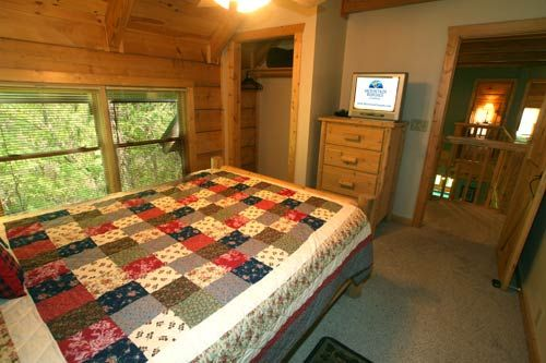 Big Bear in Gatlinburg, Tennessee: Bedroom 1