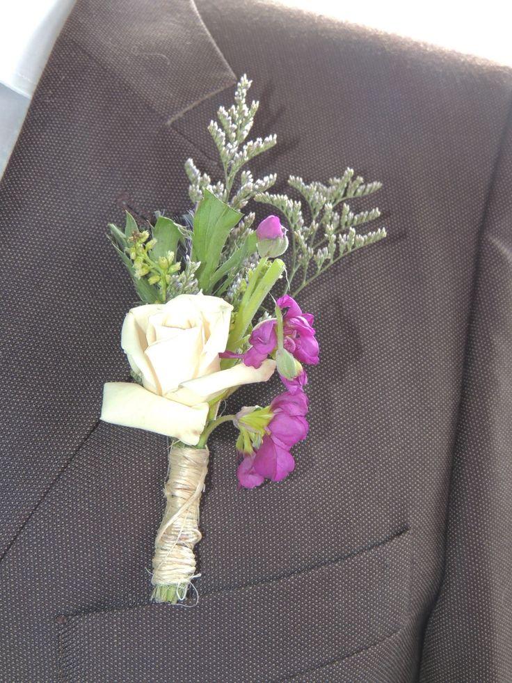 Boutinnieres. Contáctanos para cotizar tu boda clientes@lapetala.com.  2159030 Bogotá.