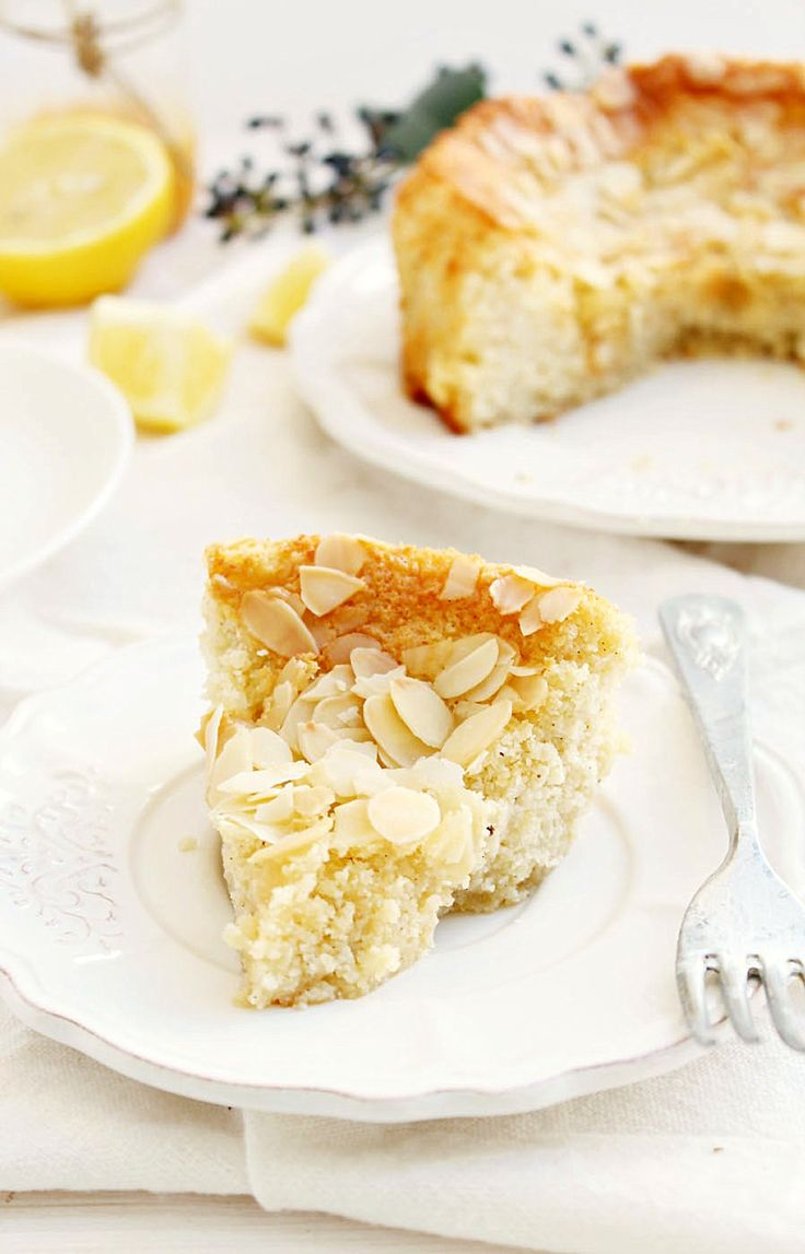 This Lemon Ricotta Almond Cake is gluten free and delicious! It'll remind you of summer no matter the season. Decorating with sliced almonds on top is the perfect touch. #ThinkFISHER #almonds #dessert
