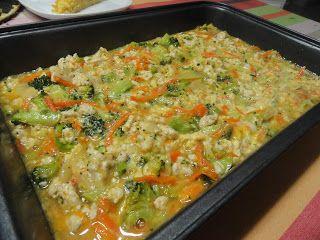 Hozzávalók: 1 hagyma 40 dkg darált pulyka 4 gerezd fokhagyma egy kicsi brokkoli 7 tojás 1 reszelt sárgarépa 1/4 pohár kókusz...