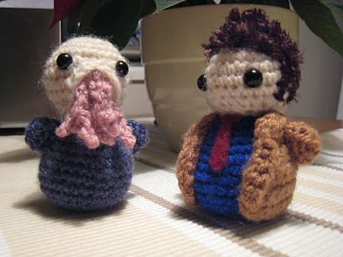 This is Dr. Who crochet at its finest. Not that I have ever see it not at its finest, in fact, I had never seen it before... But now that I have, I love it.