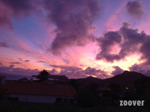 """Paarse lucht in Porto Santo. """"Ga je naar Madeira dan moet je beslist een bezoekje brengen aan Porto Santo."""" #madeira #portosanto"""