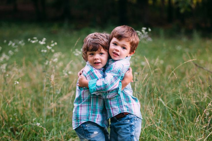 Poses for twin toddlers | Rustic Family Photo Session | St. Louis Lifestyle Photography — St. Louis Wedding Photography | Erin Stubblefield Weddings and Portraiture | Documentary Photojournalist