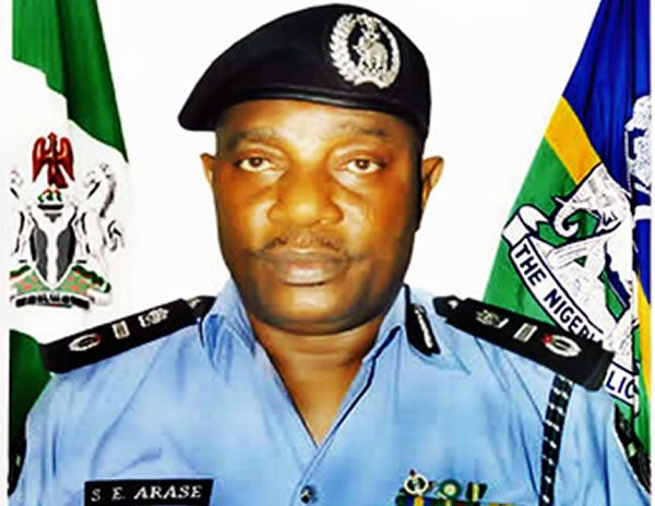PIUS EMELIFONWU BLOG: 705,352 apply for 10,000 police jobs - Punch