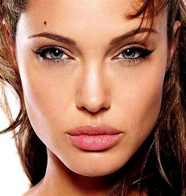 I like this subtle cat eye make up on Angelina Jolie along with a natural shade of lip color.  Makes her eyes really pop.