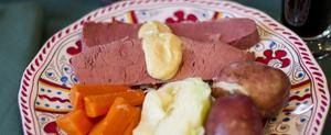 How to Bake Corned Beef in a Roasting Oven | LIVESTRONG.COM