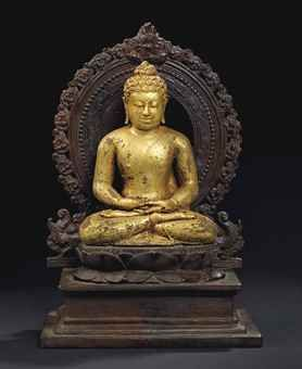STATUE DE BOUDDHA SHAKYAMUNI EN BRONZE PLAQUE OR INDONESIE, JAVA CENTRAL, IXEME SIECLE The figure sits in vajrasana on an associated base with his hands resting on his lap in dhyanamudra. He is wearing a monastic garment. His face displays a serene expression with downcast eyes below arched eyebrows and the urna on his forehead. His curled hair is rising into the ushnisha. 6 ¾ in. (17 cm.) high, 11 ¼ in. (28.5 cm) with stand