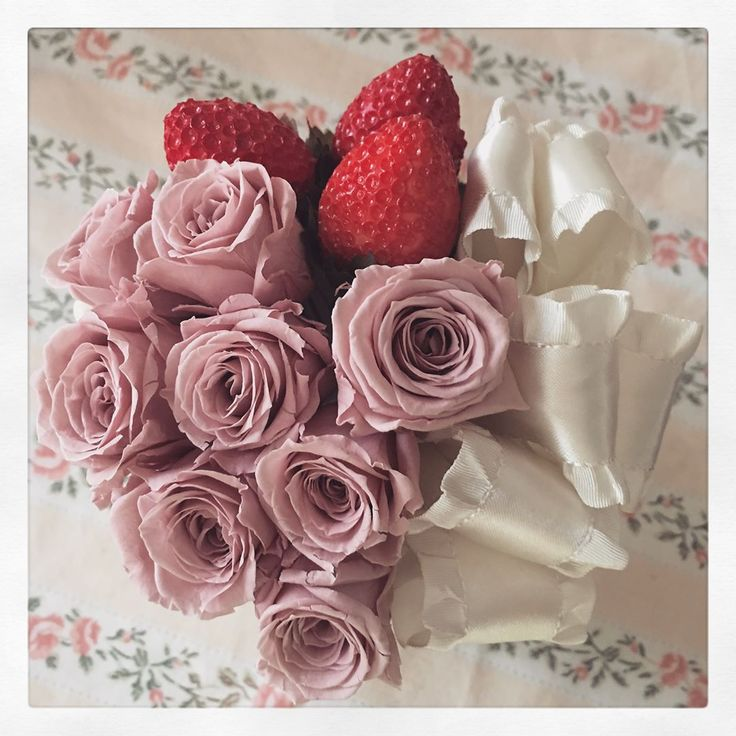 study⑥�� #プリザーブドフラワー #いちごパフェ #ストロベリーパフェ #いちご #��#木馬リボン #花のある暮らし  #preservedflower #strowberry #mokuba #pinkandivory #flowerslovers http://gelinshop.com/ipost/1523531641061092399/?code=BUkq_Sdg6wv