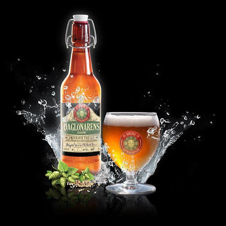Daglönarens Dröm - American Pale Ale  Styrkan i detta öl är en utsökt balans mellan beska och sällskaplighet. Ett i högsta grad närvarande öl som inte tar över.  ABV: 4,8% IBU: 53 MALT: Pale Ale, Munich, Vete och Karamell HUMLE: Centennial och Citra
