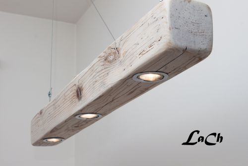 This rustic industrial chandelier is made in workshop starting from old wood on which they are received spotlights, perfect lighting for reclaimed wood beams.Amazing for a modern farmhouse lighting and easy to do, this lighting system creates an originallight striking quite like this wood lamp.It can be hung by the steel cables supplied or ropes. This lamp is not for sale but if you love wood beam light fixture, look at this post: Top 5 Best DIY Wood Beam Chandelier IdeasSource: LaCh…