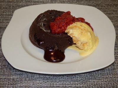 MAKE-FOOD: Lávové muffiny s malinovou omáčkou