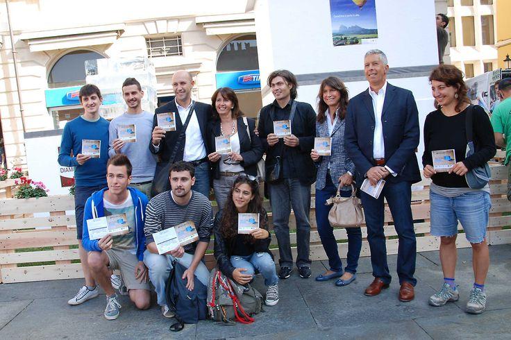"""Piazza Garibaldi, Michele Alinovi inaugura il cubo di ghiaccio: """"l'efficienza energetica si mette in mostra"""""""