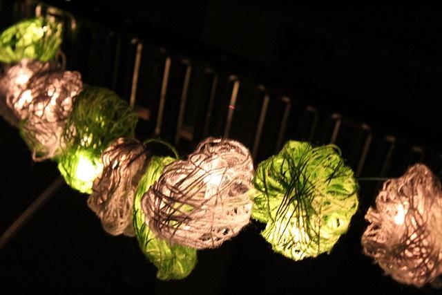 Yarn ball lights decorationEvents Decor, Ball Lights, Lights Covers, Pretty Lights, Fairies Lights, Lights Lights, Fairy Lights, Lights Decor, Yarns Lights