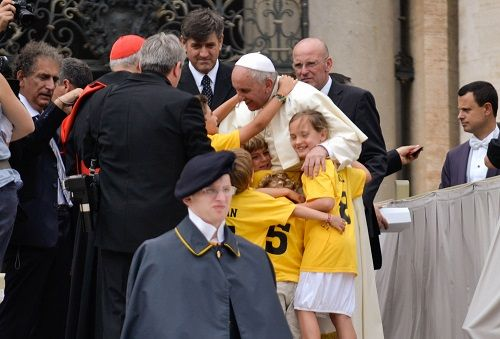 In this week's general audience Pope Francis spoke on the role of siblings in family life, saying the fraternity we learn from them teaches us how to overcome barriers and leads to greater freedom.
