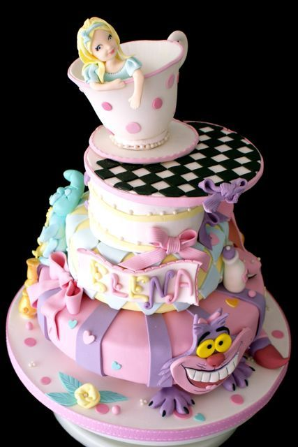 Alice in Wonderland cake – love the cat's feet spread out over the bottom
