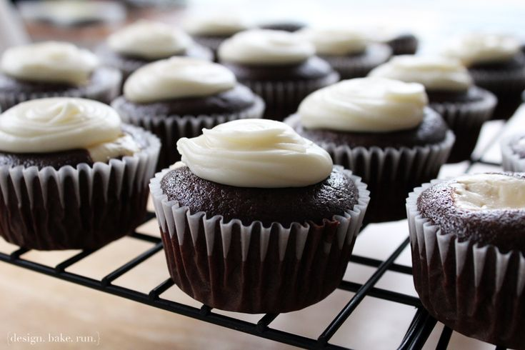 design. bake. run. -- homemade chocolate cream cheese cupcakes with white chocolate frosting