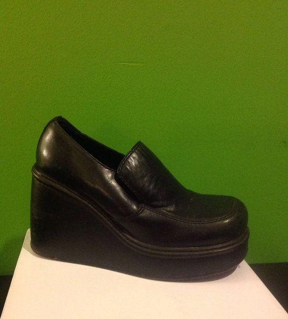 185afe21927 90 s Grunge Platform Shoes   Slip On Wedges   Club Kid Platforms   School  Girl Clueless Black Leather Loafers   size 8.5 Vintage Candies