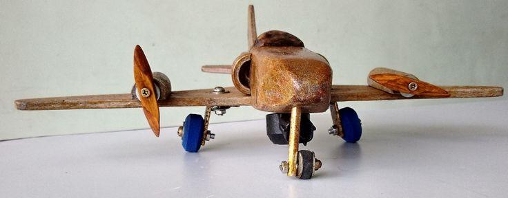 ...mod. Messerschmitt Me 262, madeira reciclada, hélices de palito de picolé, rodas chinelo havaiana, verniz esqueff, 30 cm.