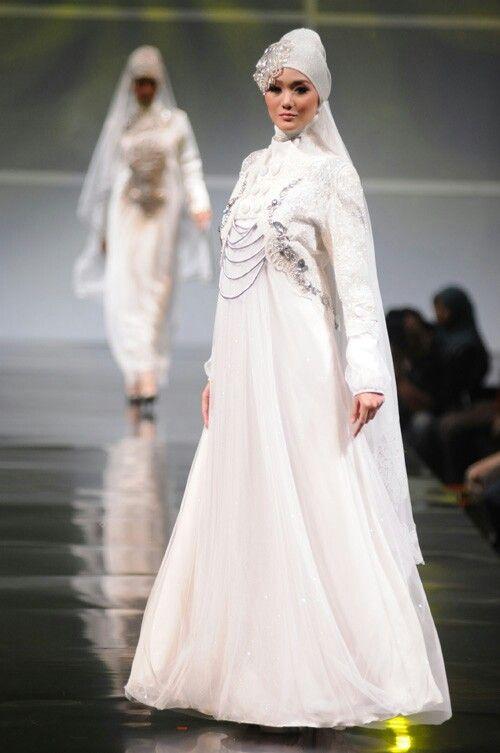 Irna la perle's wedd gown