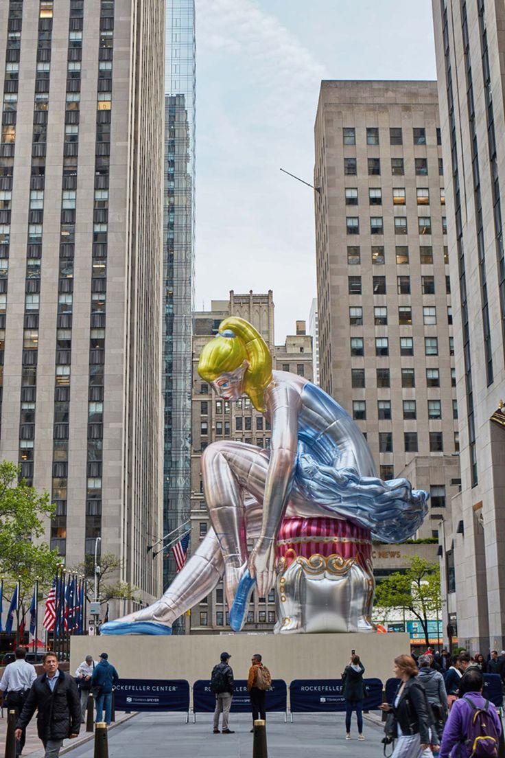 Jeff Koons installe une ballerine gonflable géante au cœur de New York
