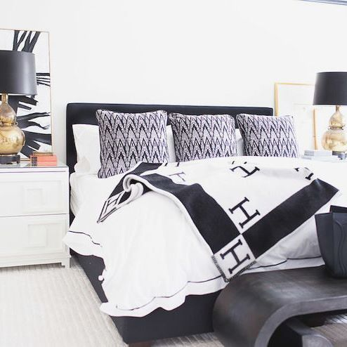 link in bio- This is like hotel living every day and so simple to achieve  #hollywoodglam #hermesdecor #homesauce #blackandwhite #interiordesigner #instahome #instadecor #hermes #blanket #swaghomes #swaginterior #shop #abstractart #laquer