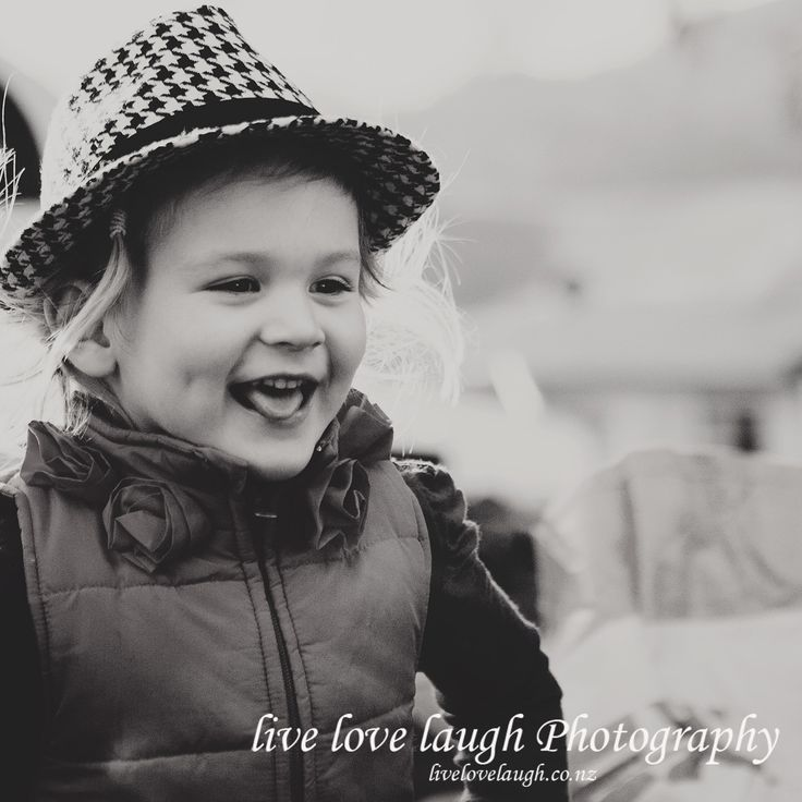 fun and laughter, childrens photography ....by livelovelaugh.co.nz