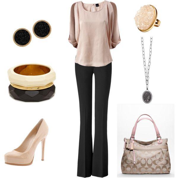 Look con blusa rosa y pantalón negro, básico de #fondodearmario femenino para un estilo #elegante
