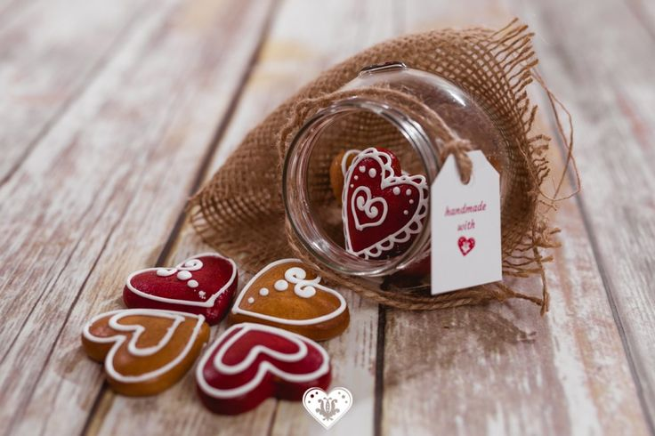 💟💗🍯 Árkosi mézeskalács - Turtă dulce de Arcuș sure take the gingerbread to the next level with these hearts-in-a-jar that are both super cute and mouthwatering! #sweettoothtofulleffect #gingerbread #makealivingdoingwhatyoulove #sellonlinewithsoldigo #heartsinajar #illstartthediettomorrow