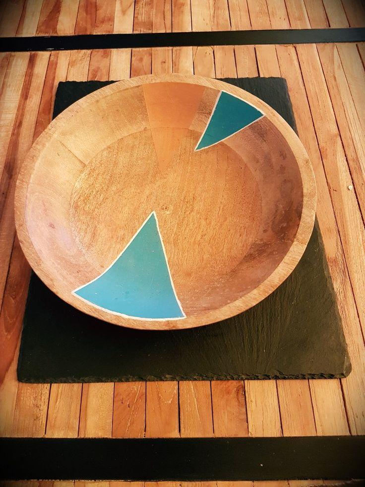 Bowl in legno con decorazione geometrica bronzo e blu bondi - diy