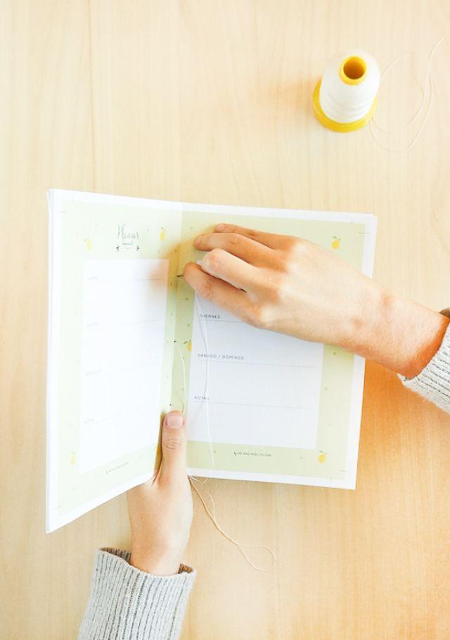 Agenda Imprimible y DIY de como encuadernar una libreta fácil y rápido | | Blog Planner free printable and easy book binding tutorial //  #encuadernacion #imprimible by Mireia Rovira @mrandmisscolors