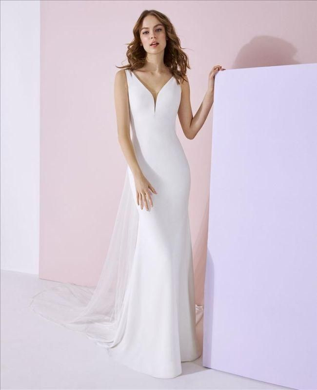 W1 White One Size 10 Aiko Off White Crystal Gown Fit Flare
