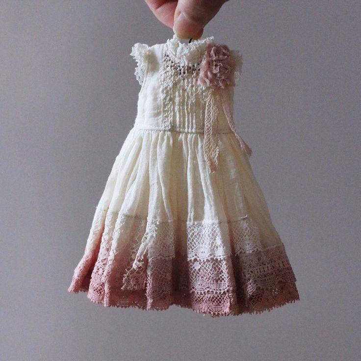 plant dyeing dress for Custom Blythe 数種類の異なる草木で重ね染めしました。 #Blythe #Blytheoutfit…
