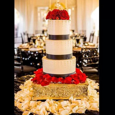 WWE Diva Eva Marie (Natalie Nelson) and her husband Jonathan Coyle chose an elegant multi-tiered wedding cake adorned with black ribbon and red roses.