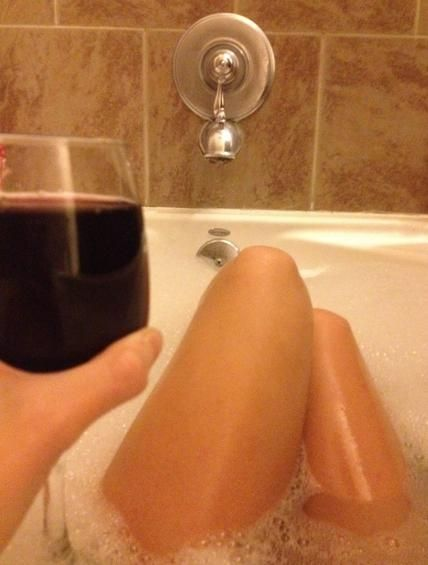 National Red Wine Day Girls, National Red Wine Day Hot Photos, Wine Bottles Girls (12 of 14)