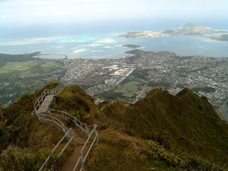Haiku Stairs, Honolulu, Oahu, Hawaii - Stairway to Heaven, Тропа Хайку, Гонолулу, Оаху, Гавайи, Лестница в Небеса, #travel #russia #туризм #путешествия #россия @TravelTipz