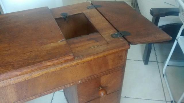 Gabinete de Máquina de Costura Antigo