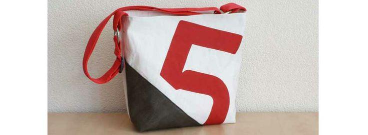 Upcycled handgemaakte tassen van hergebruikt materiaal