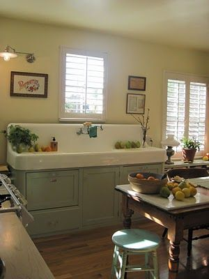 so like my sink! blog shows WHOLE kitchen which I JUST LOVE!!!